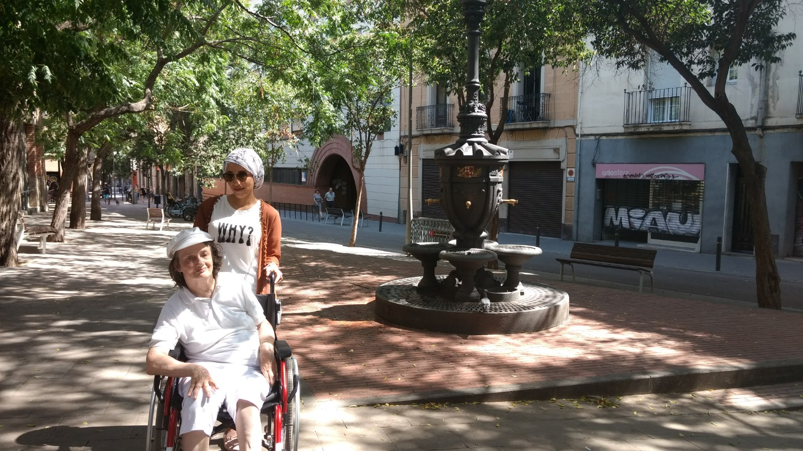 accessible walking tour Gracia